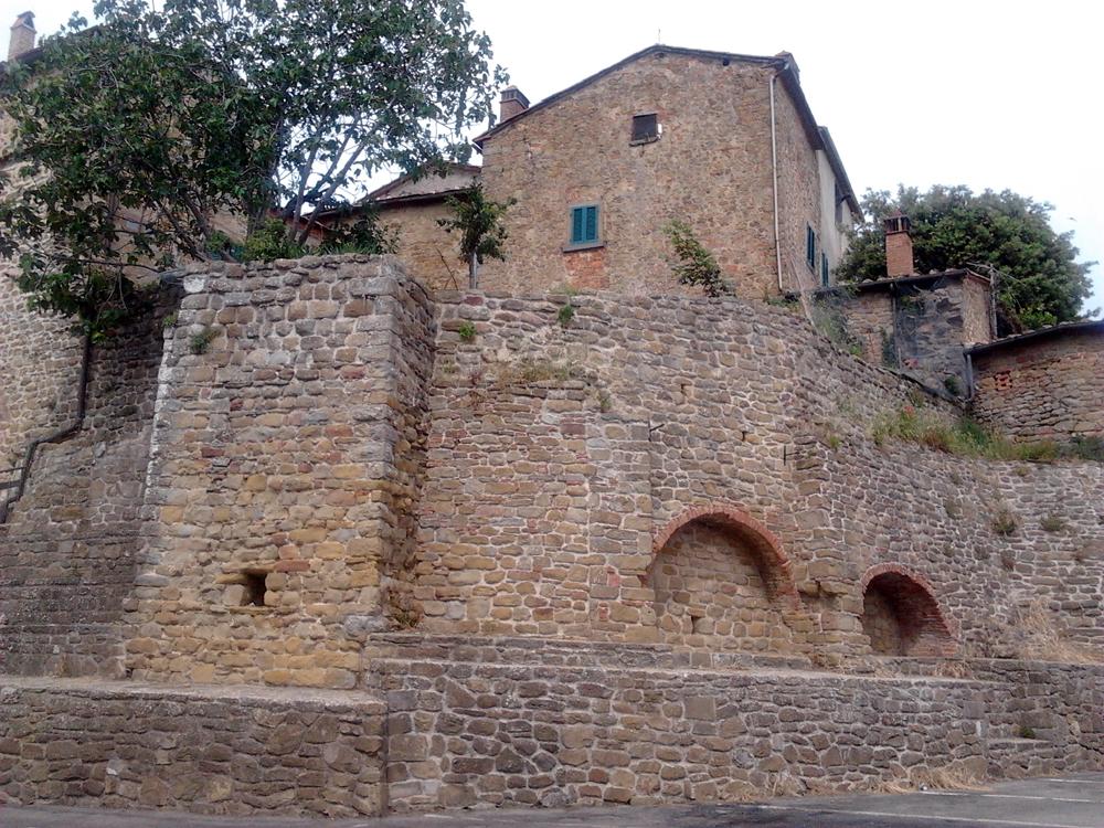 Le antiche mura di cinta